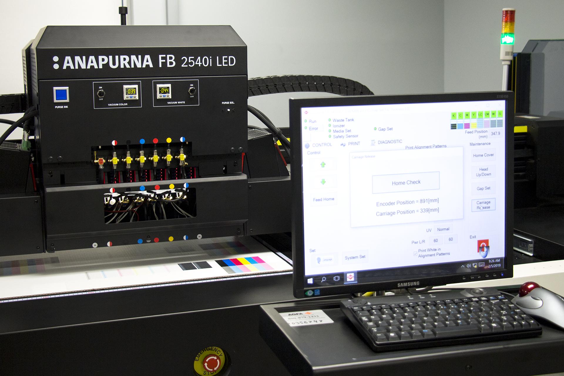 Ordinateur de l'imprimante grand format Anapurna chez Concept BBM
