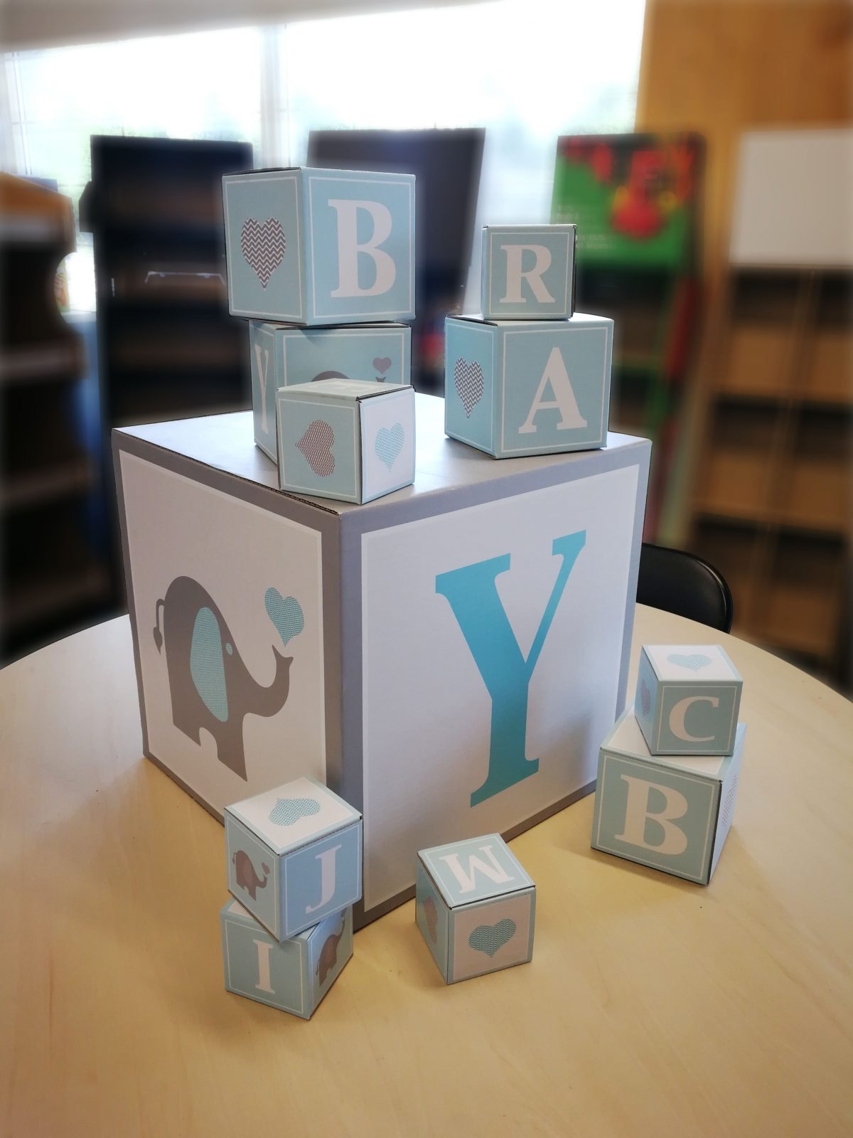 Custom cardboard cubes for baby shower decorations - photo 2